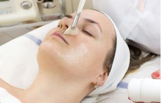 Exfoliación y peeling para renovar la piel del rostro