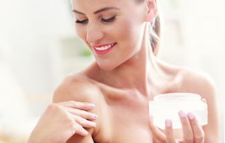 ¿Sabes cómo cuidar la piel del escote?