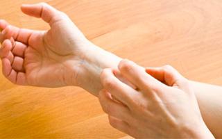 Manos secas y agrietadas: dermatitis de las manos