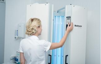 Fototerapia para tratar enfermedades de la piel